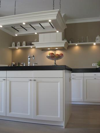 Chris de graaf interieurtimmerwerk keukens - Eigentijdse houten keuken ...